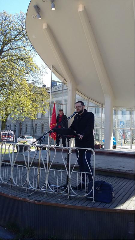 Patrik Paulov talar för Kommunistiska Partiet